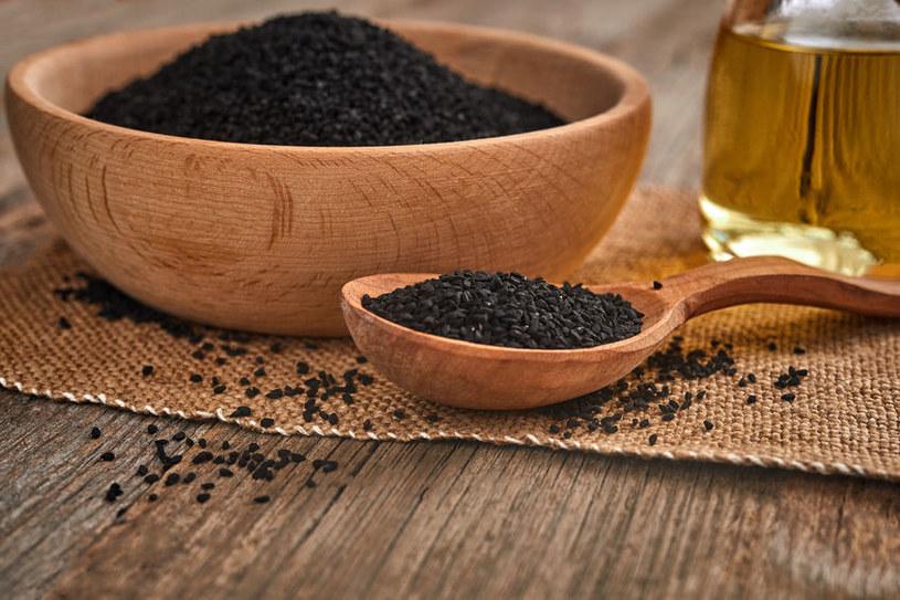 Włączmy czarnuszkę do naszej codziennej diety /123RF/PICSEL