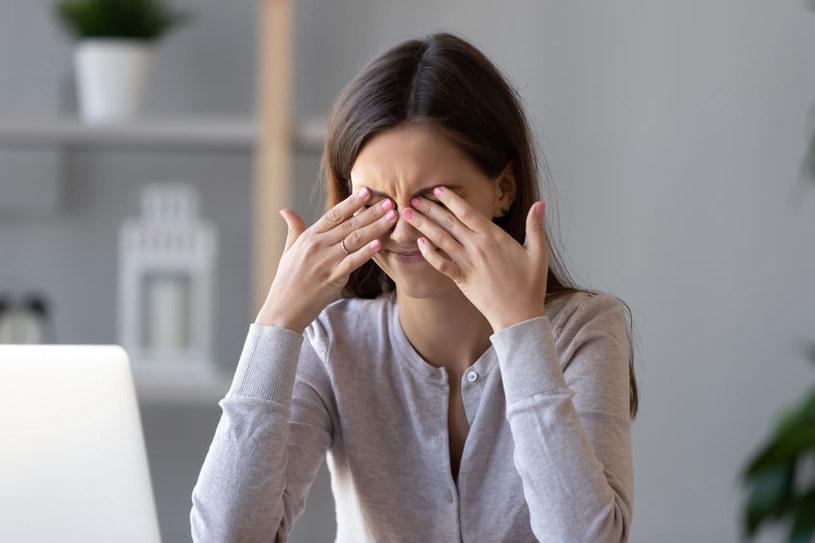 Włącznie aronii do jadłospisu jest szczególnie ważne dla osób pracujących przy komputerze /123RF/PICSEL