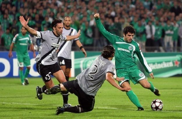 Władimir Dwaliszwili (przy piłce) w meczu Ligi Mistrzów z Juventusem /AFP