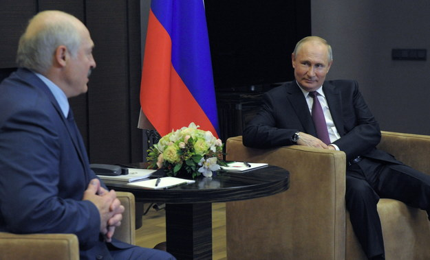 Władimir Putin i Aleksandr Łukaszenka podczas spotkania w Soczi /MIKHAEL KLIMENTYEV/SPUTNIK/KREMLIN POOL /PAP/EPA