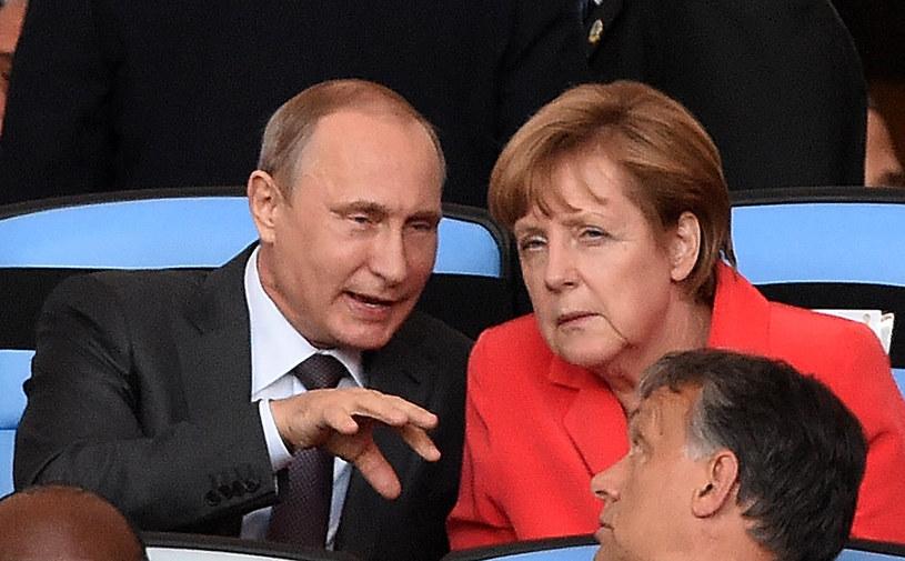 Władimir Putin i Angela Merkel w Rio de Janeiro w trakcie meczu Mistrzostw Świata /PEDRO UGARTE /AFP