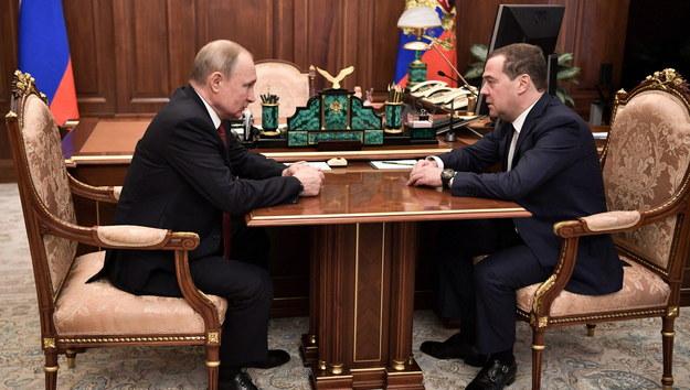Władimir Putin i Dmitrij Miedwiediew /ALEXEY NIKOLSKY / SPUTNIK   /PAP/EPA