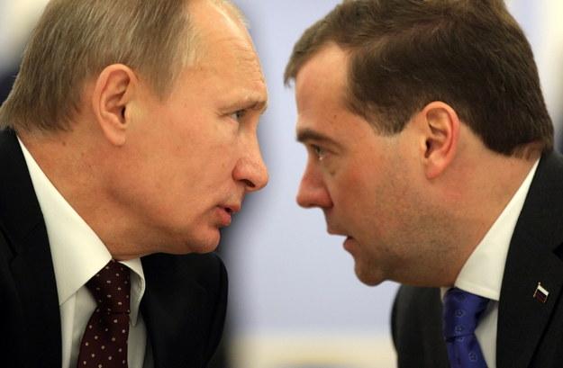 Władimir Putin i Dmitrij Miedwiediew /MAXIM SHIPENKOV / POOL /PAP/EPA