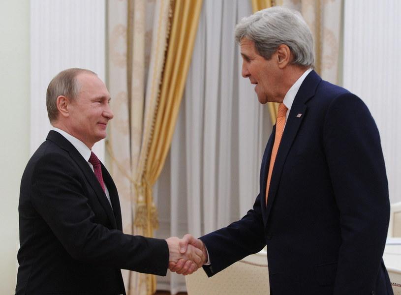 Władimir Putin i John Kerry /PAP/EPA