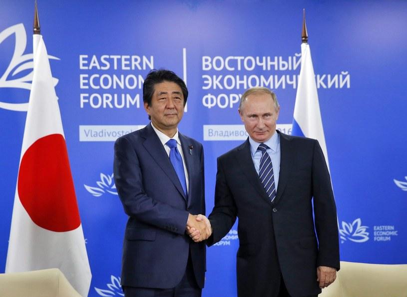 Władimir Putin i premier Japonii Shinzo Abe /PAP/EPA