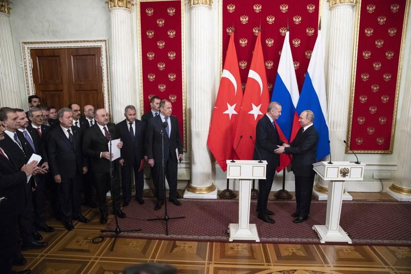 Władimir Putin i Recep Tayyip Erdogan porozumieli się w sprawie Syrii /PAVEL GOLOVKIN /PAP/EPA