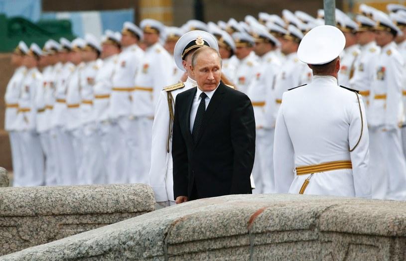 Władimir Putin i rosyjscy żołnierze marynarki wojennej, zdjęcie ilustracyjne /AFP