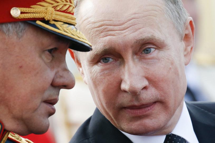 Wladimir Putin i Siergiei Szojgu /ALEXANDER ZEMLIANICHENKO / POOL /AFP