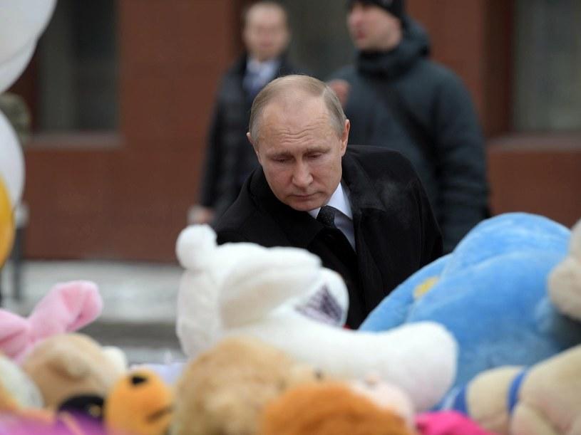 Władimir Putin na miejscu tragedii /ALEXEI DRUZHININ / SPUTNIK /PAP/EPA
