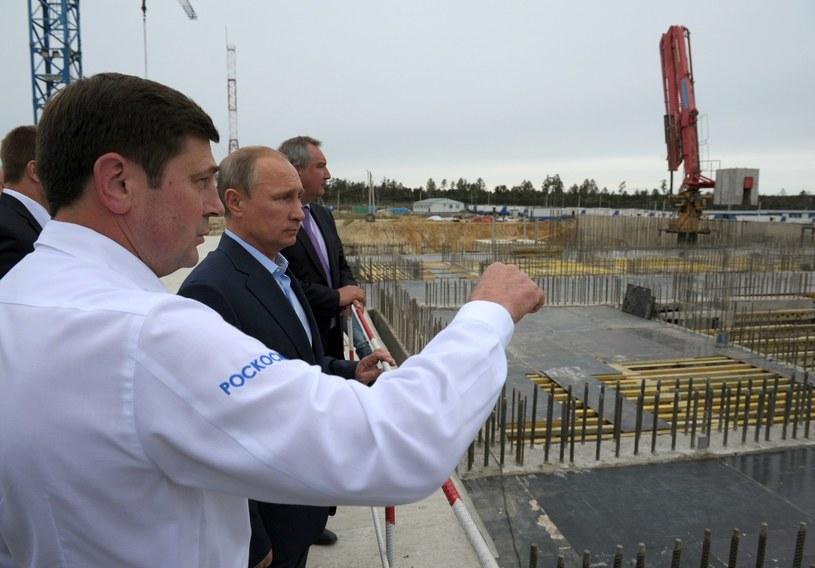 Władimir Putin ogląda miejsce budowy kosmodromu Wostocznyj /AFP