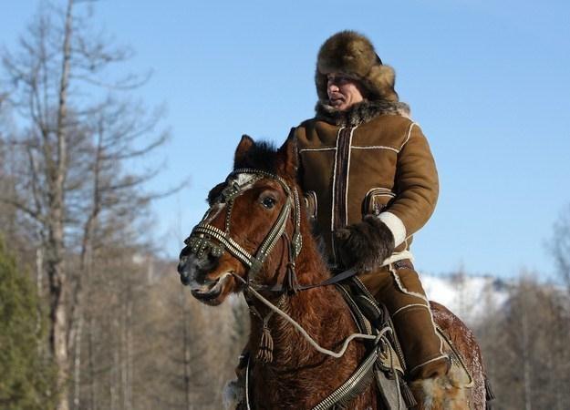 Władimir Putin podczas przejażdżki w pobliżu Abakanu (Chakasja) /AFP