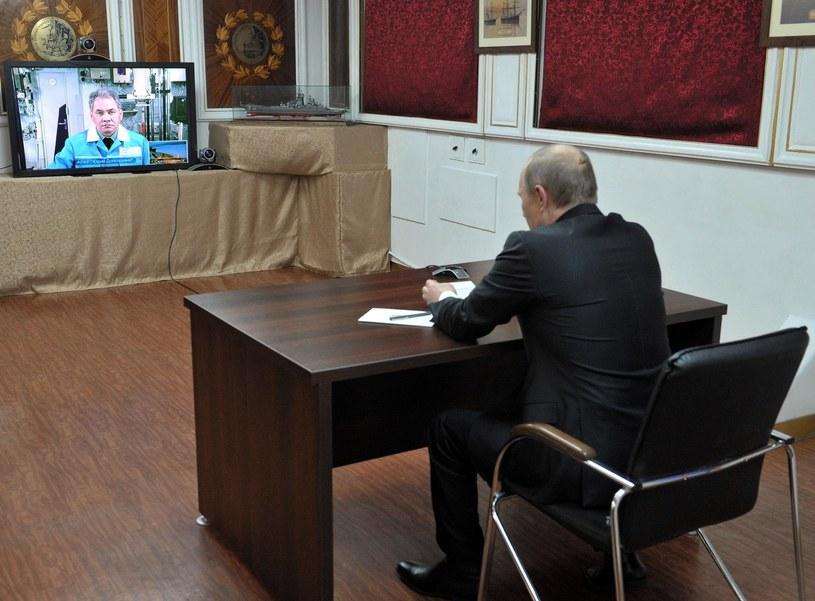Wladimir Putin podczas rozmowy z Siergiejem Szojgu /AFP