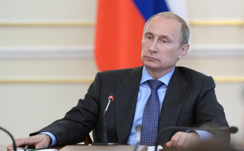 Władimir Putin podpisał dekret ograniczający lub zakazujący wwozu do Rosji produktów rolnych, surowców i żywności z krajów, które przyłączyły się do sankcji wobec Rosji /AFP