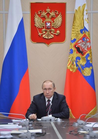 Władimir Putin, prezydent Rosji, dzisiaj w rezydencji Nowo-Ogariowo w czasie spotkania z rządem /AFP