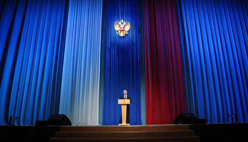 Władimir Putin przemawiający w trakcie obchodów tegorocznego Dnia Obrońcy Ojczyzny /RIA-NOVOSTI/ POOL/ ALEXEY DRUZHININ /AFP