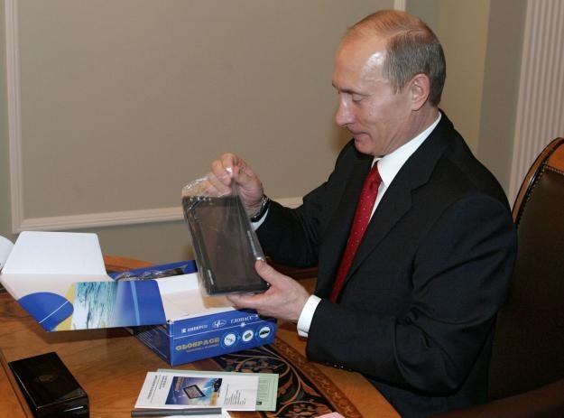 Władimir Putin (wtedy jeszcze prezydent Rosji) testuje nawigację wykorzystującą GLONASS /AFP