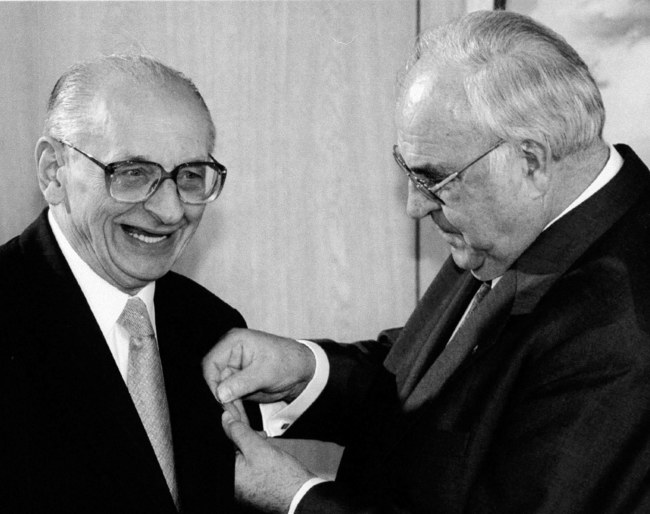 Władysław Bartoszewski i Helmut Kohl / /PAP