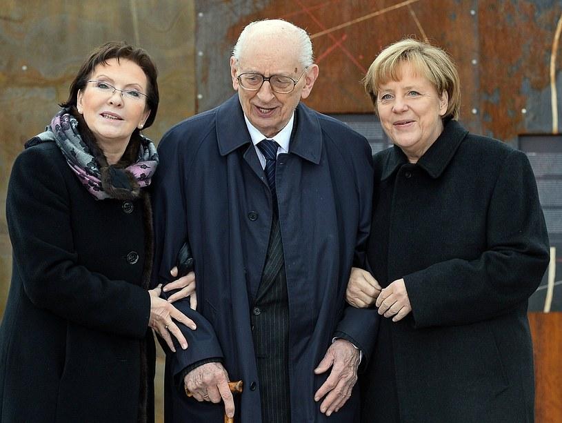 Władysław Bartoszewski w towarzystwie Ewy Kopacz i Angeli Merkel /AFP
