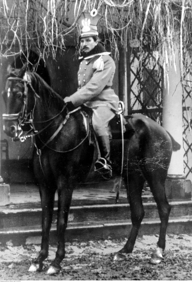Władysław Belina-Prażmowski jako rotmistrz ułanów na koniu /Z archiwum Narodowego Archiwum Cyfrowego