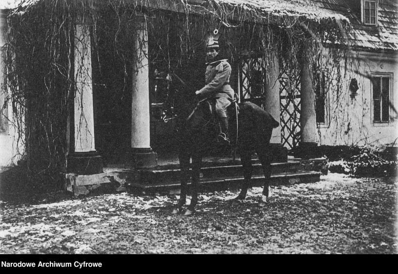 Władysław Belina-Prażmowski na koniu, zdjęcie z okresu 1914-1915 /Z archiwum Narodowego Archiwum Cyfrowego