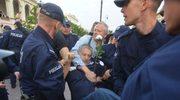 Władysław Frasyniuk odpowie za naruszenie nietykalności policjanta