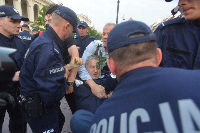 Władysław Frasyniuk podczas incydentu będącego przemiotem przesłuchania /Witold Rozbicki /East News