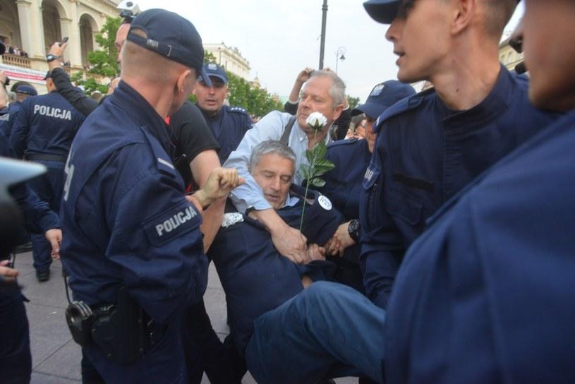 Władysław Frasyniuk podczas marszu smoleńskiego 10 czerwca 2017 roku /Witold Rozbicki /Reporter
