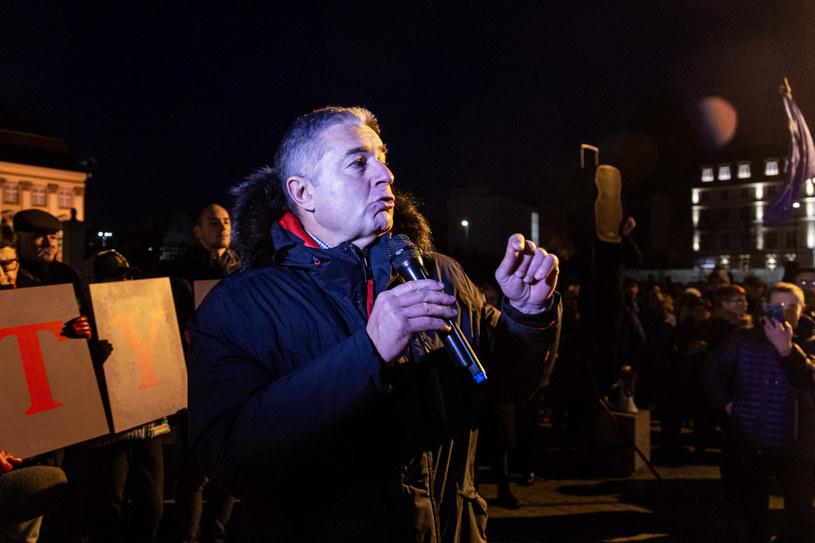 Władysław Frasyniuk podczas niedzielnej manifestacji /Krzysztof Kaniewski /Reporter