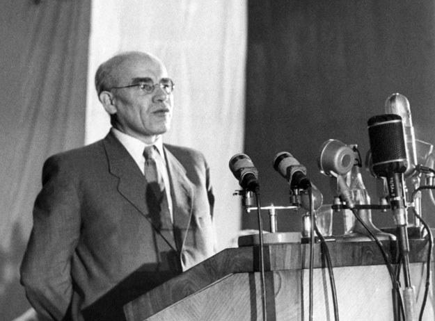 """Władysław Gomułka chwalił """"demokrację socjalistyczną"""" i """"centralizm demokratyczny"""" /AFP"""