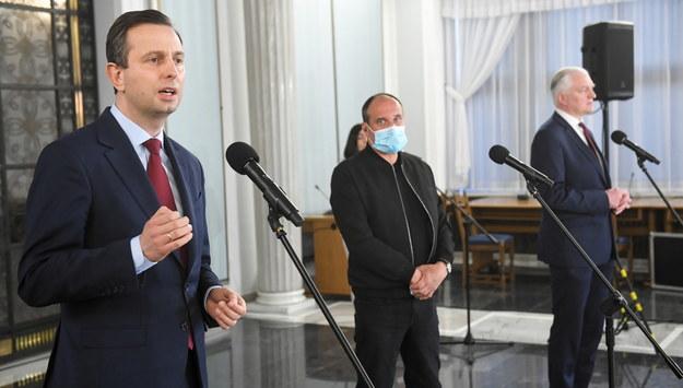 Władysław Kosiniak-Kamysz, Paweł Kukiz i Jarosław Gowin / Radek Pietruszka   /PAP