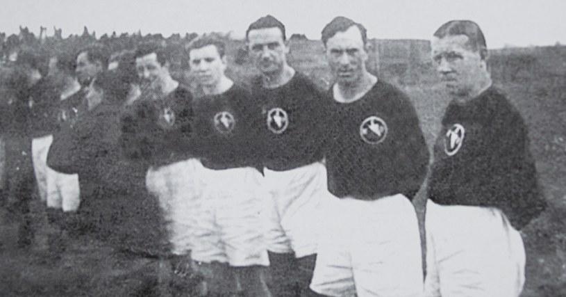 Władysław Szczepaniak (pierwszy z prawej) w barwach Polonii Warszawa /NAC /Z archiwum Narodowego Archiwum Cyfrowego