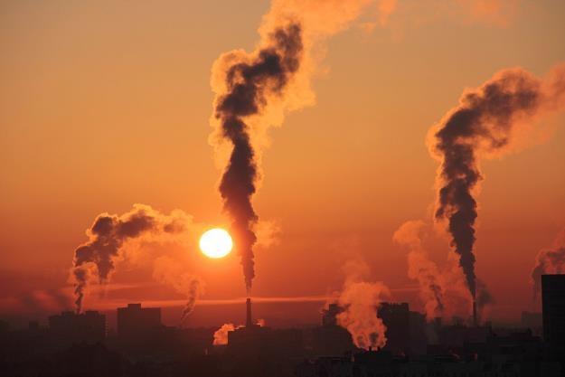 Władza wytacza ciężkie działa przeciwko smogowi /©123RF/PICSEL