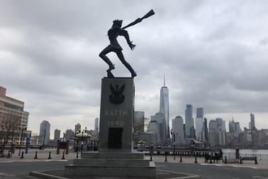 Władze Jersey City chcą usunąć Pomnik Katyński. Ambasador RP zaniepokojony