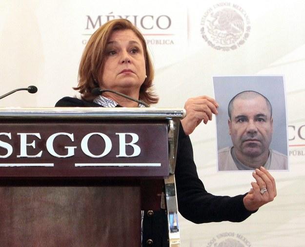 """Władze Meksyku pokazują zdjęcie barona narkotykowego Joaquina """"El Chapo"""" Guzmana /SASHENKA GUTIERREZ /PAP/EPA"""