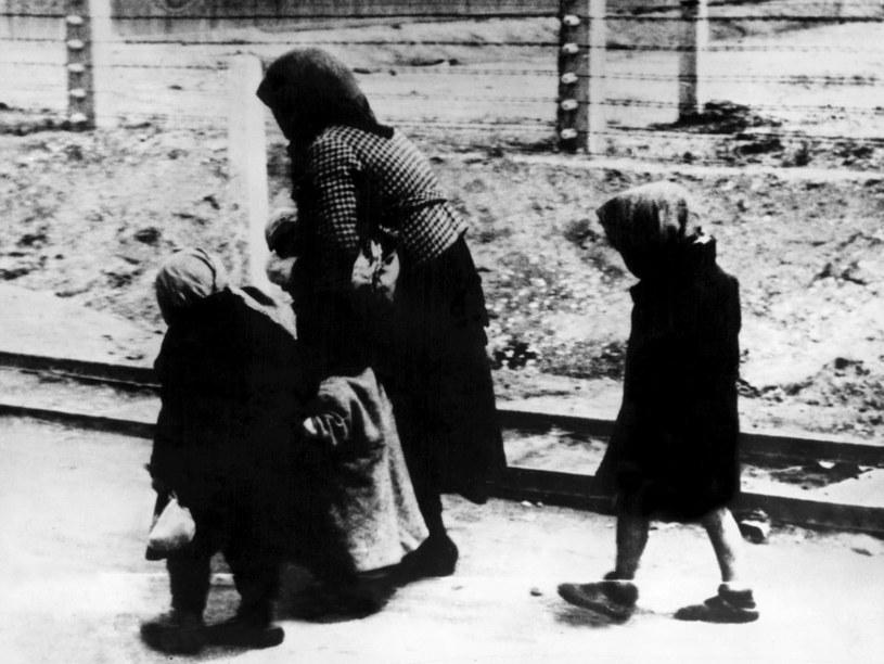 Władze niemieckie wykorzystywały więźniów obozu rodzinnego propagandowo /AFP