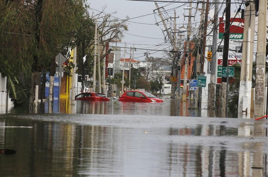 Władze Portoryko usiłują jak najszybciej ewakuować ponad 70 tys. ludzi zagrożonych zalaniem /Thais Llorca /PAP/EPA