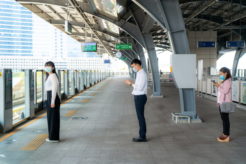 Władze Singapuru chcą mieć kontrolę nad zarażonymi /123RF/PICSEL