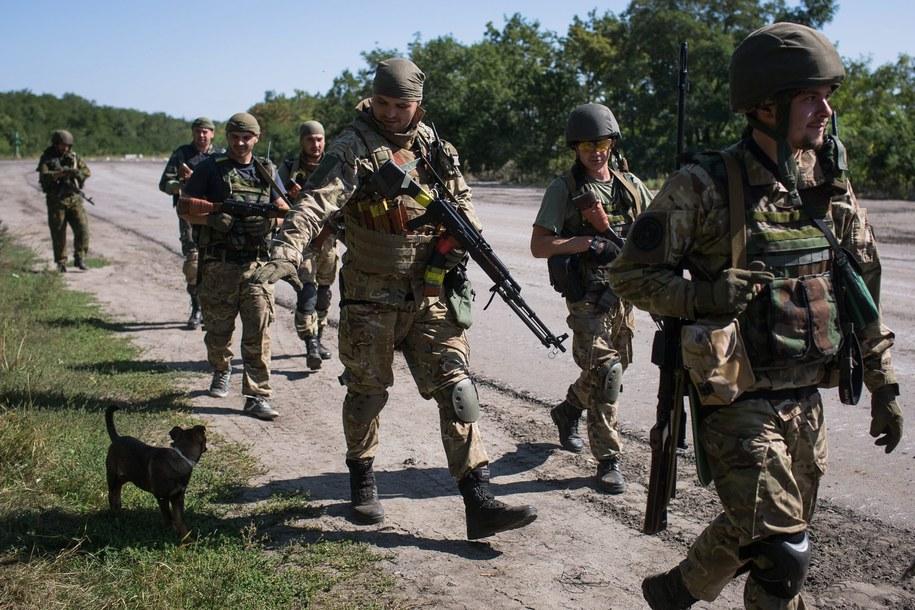 Władze w Kijowie twierdzą, że mimo rozejmu separatyści atakują ukraińskich żołnierzy /ROMAN PILIPEY /PAP/EPA