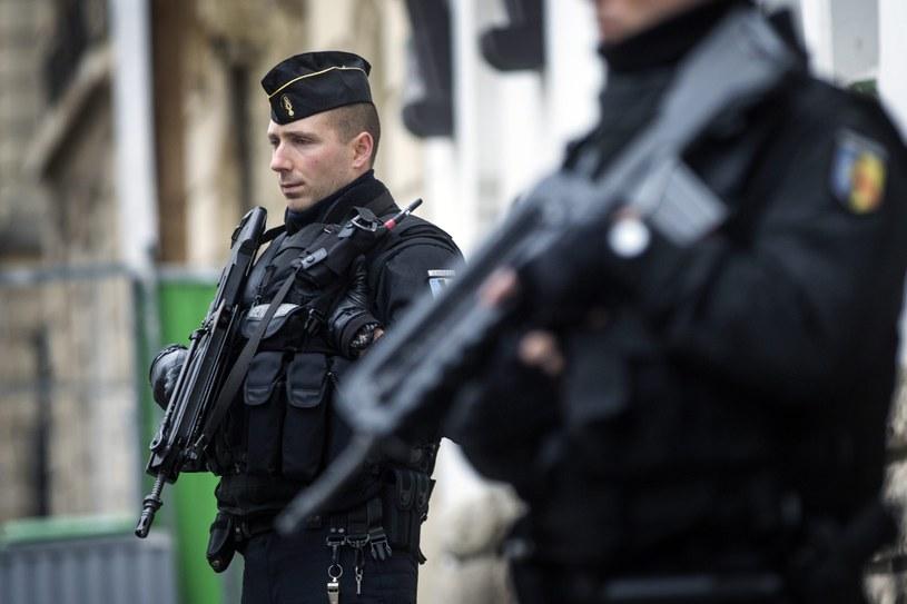 Władze wprowadziły w całej Francji stan wyjątkowy /ETIENNE LAURENT /PAP/EPA