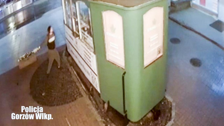 Włamanie do miejskiego tramwaju; zdj. z miejskiego monitoringu /Policja