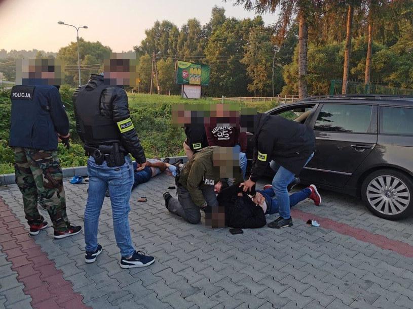 Włamywali się do sklepów z elektroniką w całej Polsce i kradli najdroższe telefony /KWP Kraków /materiały prasowe