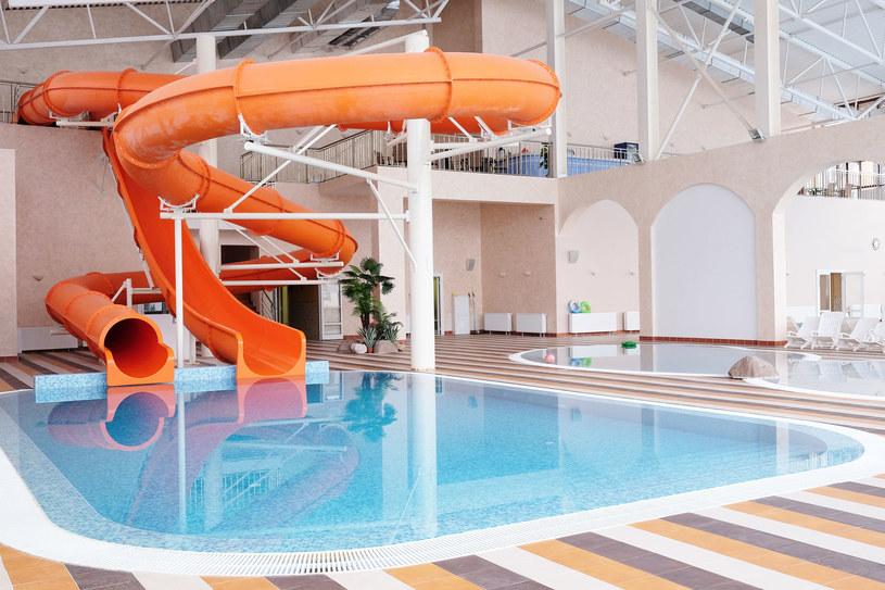 Właściciele aquaparków i hoteli szukają oszczędności. /123RF/PICSEL