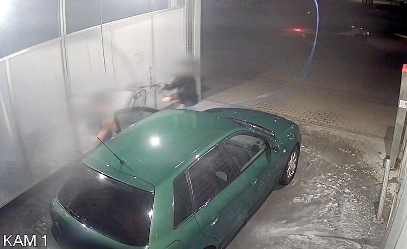 Właścicielka auta potraktowała złodzieja wodą pod ciśnieniem /Policja