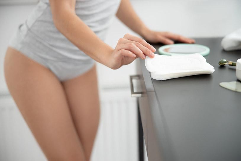 Właściwa higiena intymna znacząco obniża ryzyko infekcji /123RF/PICSEL