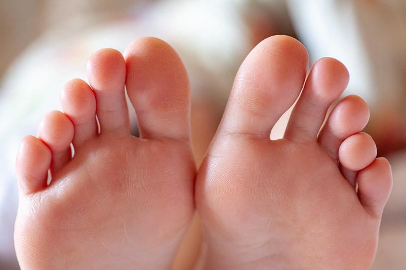 Właściwa pielęgnacja jest ważna dla zdrowia stóp /123RF/PICSEL