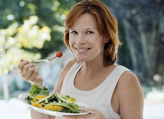 Właściwe odżywianie pozwoli łatwiej przetrwać różne dolegliwości, często towarzyszące okresowi ciąży