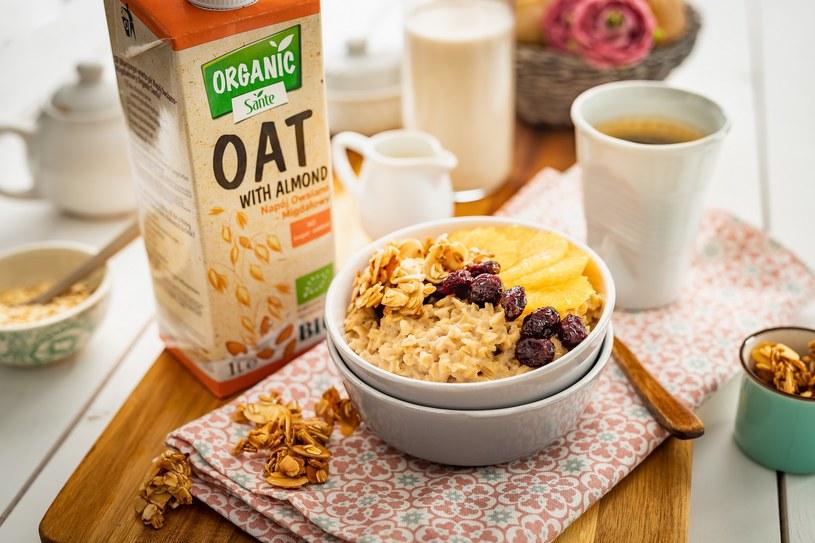 Właściwie skomponowane śniadanie powinno zawierać produkty, które dostarczą węglowodanów złożonych i wysokiej jakości białka /materiały prasowe