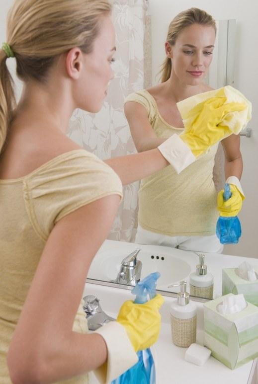 Właściwości czyszczące spirytusu /© Photogenica