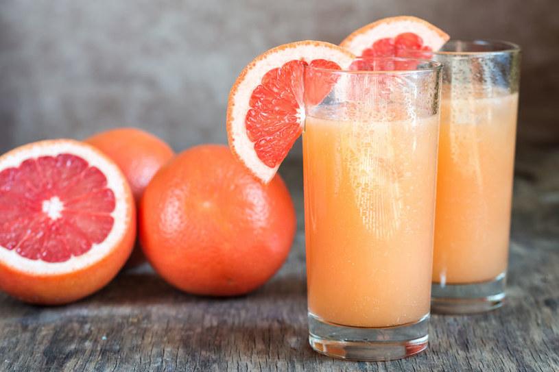 Właściwości soku z grejpfruta /©123RF/PICSEL