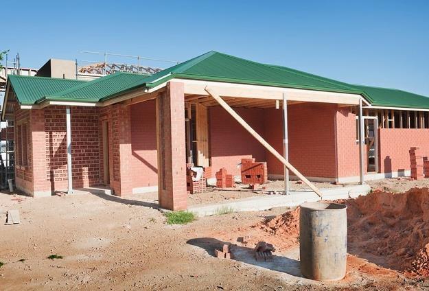 Własna działka pod budowę domu dobrą lokatą? /©123RF/PICSEL